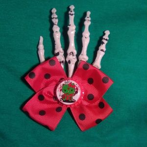 Zombie Hello Kitty skeleton clip